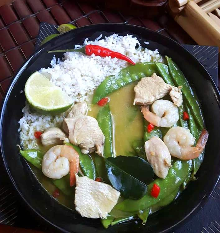 Green Thai Curry with Chicken, Shrimp and Snow Peas
