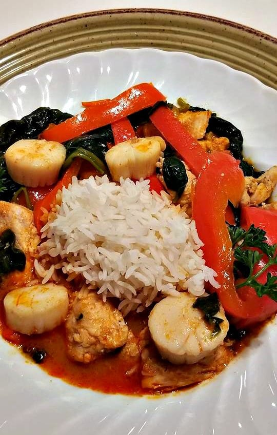 Red Thai Curry with Scallops, Chicken, Peppers and Spinach