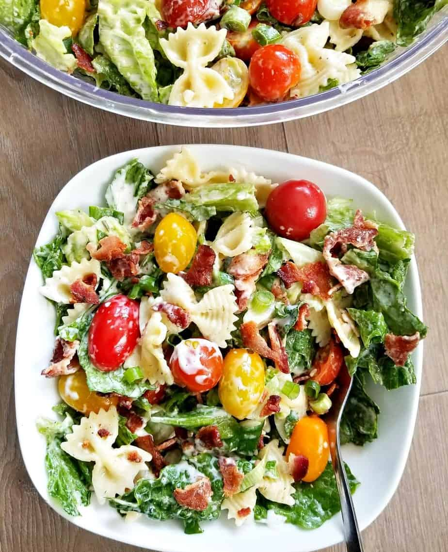 BLT PASTA SALAD is the perfect side dish #salad #sidesalad #tomatoes #ranch