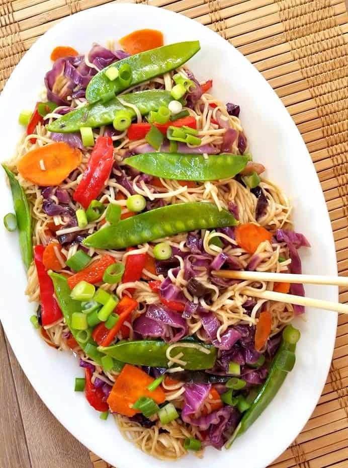 Vegetarian Lo Mein Meal Prep Bowls
