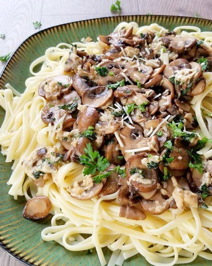 Mushroom Parmesan Fettuccine #Mushroom #Parmesan #Fettuccine #Mushrooms #parmesanregiano #vegetarian