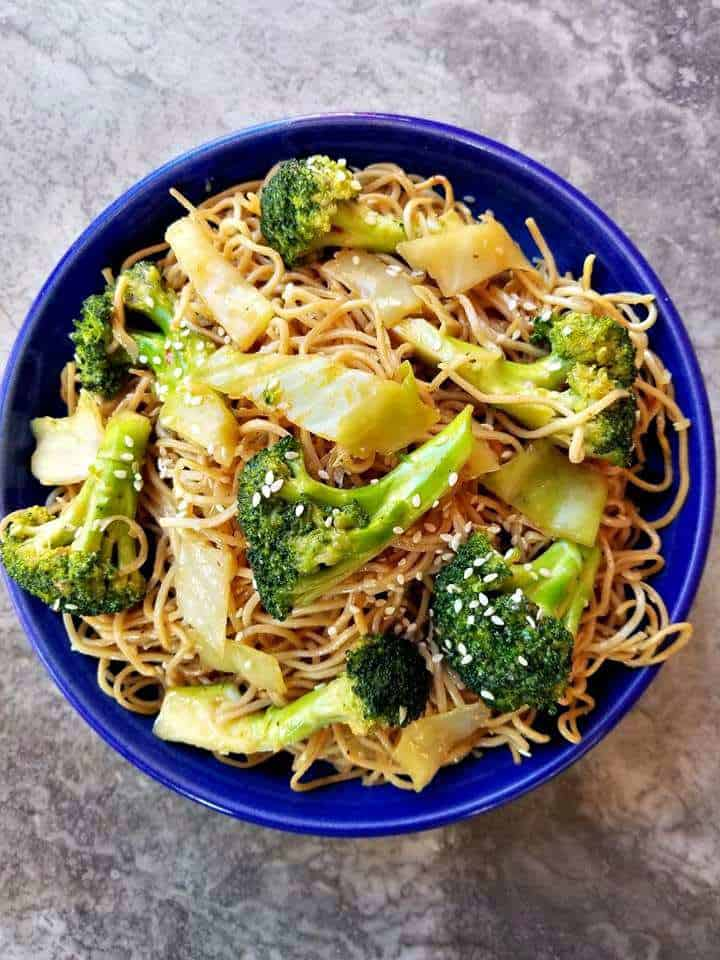Vegetable Chow Mein in a blue bowl